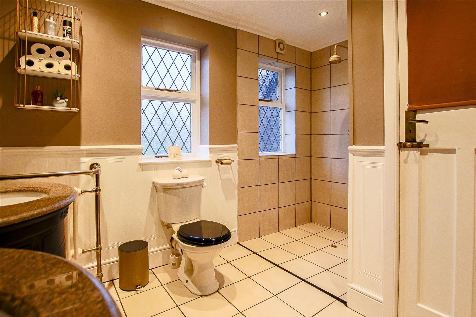 4 Bedroom Detached House For Sale - 39.jpg